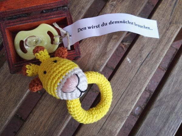 Babyrassel häkeln - Gratis Anleitungen auf Wollplatz.de | Stricken ... | 450x600